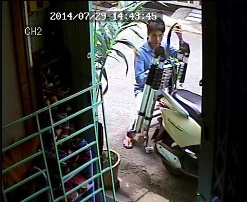 """Tên trộm """"độc nhất"""" tại Sài Gòn: Đi ăn trộm thang - 1"""