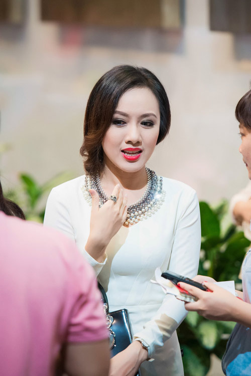 Trương Ngọc Ánh đọ sắc cùng dàn BTV xinh đẹp của VTV - 6