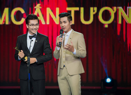 Trương Ngọc Ánh đọ sắc cùng dàn BTV xinh đẹp của VTV - 8