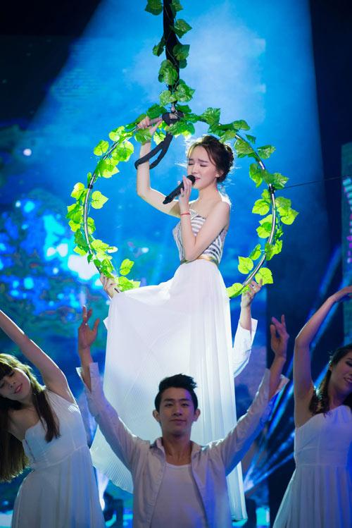 Trương Ngọc Ánh đọ sắc cùng dàn BTV xinh đẹp của VTV - 17