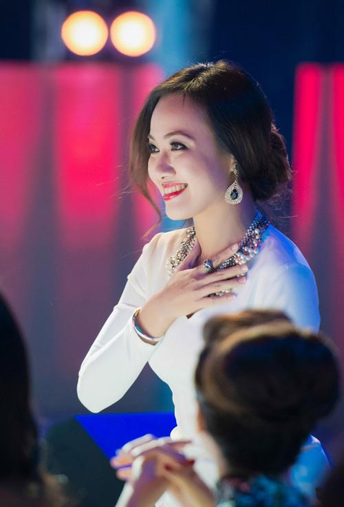 Trương Ngọc Ánh đọ sắc cùng dàn BTV xinh đẹp của VTV - 5