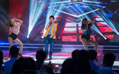 Trương Ngọc Ánh đọ sắc cùng dàn BTV xinh đẹp của VTV - 19