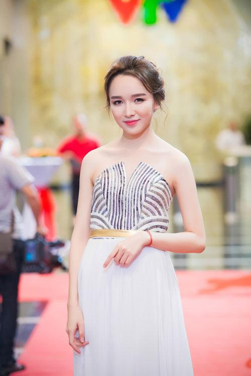 Trương Ngọc Ánh đọ sắc cùng dàn BTV xinh đẹp của VTV - 13
