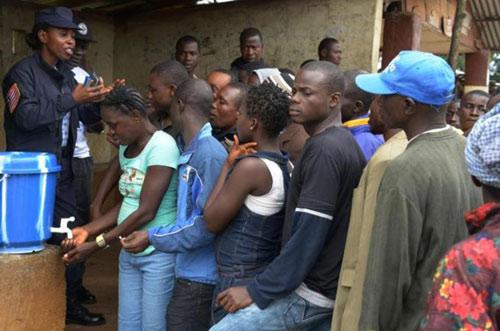 WHO khuyên dùng máu của người sống sót để trị Ebola - 2