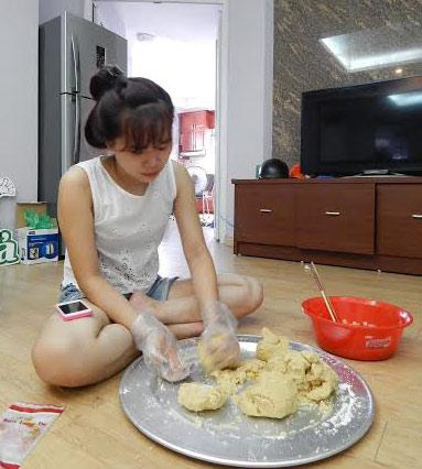 Nữ sinh làm 200 bánh trung thu tặng trẻ nhỏ vùng cao - 3