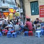"""Thị trường - Tiêu dùng - Cấm bán bia vỉa hè: Nhiều người """"méo mặt"""""""