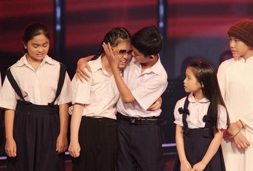 Cô bé khiếm thị khóc nức nở vì bị loại khỏi The Voice Kids - 2