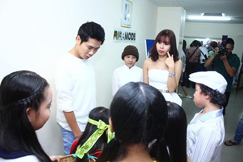 Lam Trường và vợ sắp cưới lại gây chú ý ở hậu trường - 7