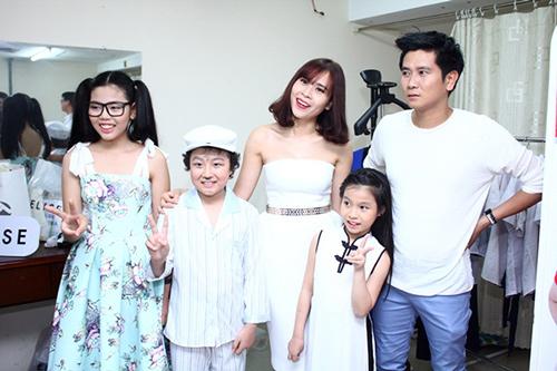 Lam Trường và vợ sắp cưới lại gây chú ý ở hậu trường - 6