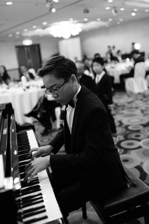 Cậu bé vàng Piano Nguyễn Việt Trung tái ngộ khán giả Việt - 4