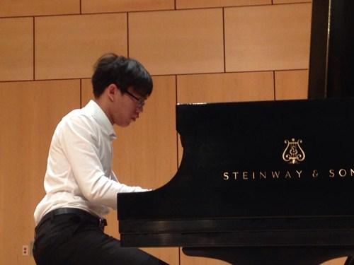 Cậu bé vàng Piano Nguyễn Việt Trung tái ngộ khán giả Việt - 6