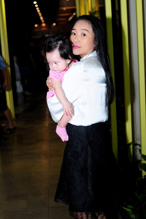 Cận gương mặt đáng yêu của con gái Đoan Trang - 2