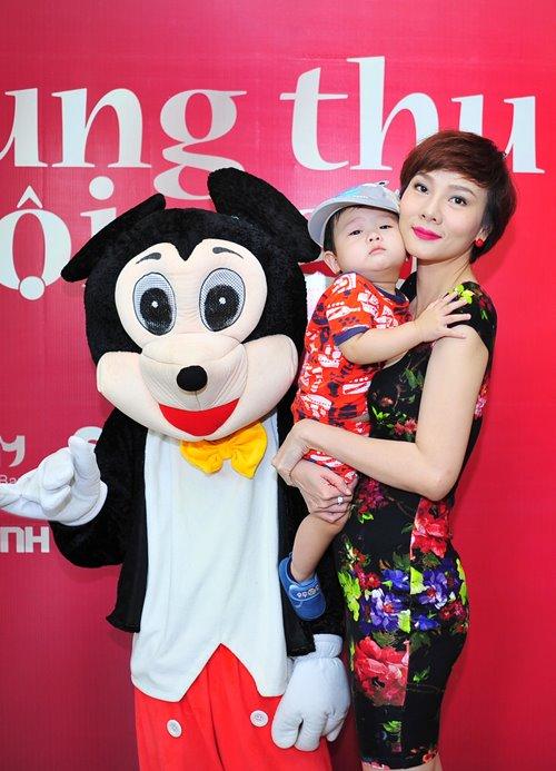 Con gái Trần Bảo Sơn xinh xắn bên mẹ - 6