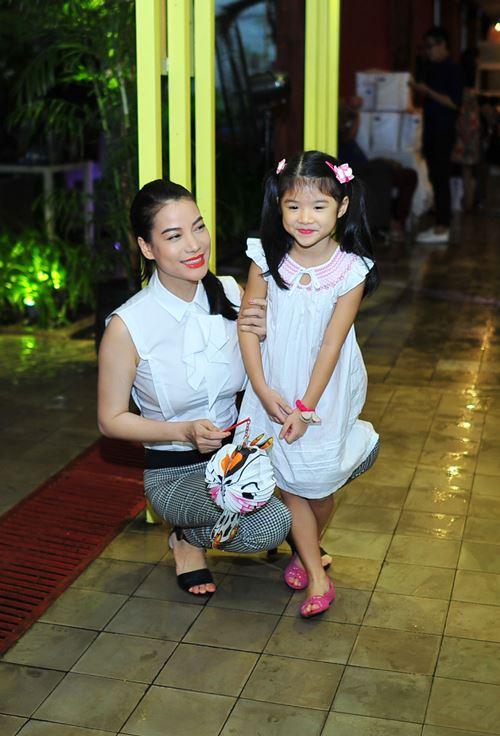 Con gái Trần Bảo Sơn xinh xắn bên mẹ - 2