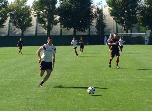 Đá tập cùng Milan, Torres gây ấn tượng mạnh - 2