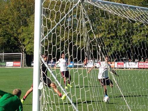 Đá tập cùng Milan, Torres gây ấn tượng mạnh - 4