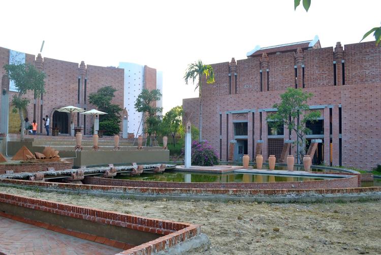 Công trình Công viên Văn hóa đất nung Thanh Hà (làng gốm Thanh Hà, phường Thanh hà, TP.Hội An, Quảng Nam).được khởi công xây dựng vào ngày 11/7/2011 đến nay đã cơ bản được hoàn thành