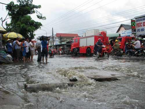 Vì sao 1 trận mưa, 2 trẻ mất mạng? | videohai