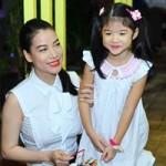 Ngôi sao điện ảnh - Con gái Trần Bảo Sơn xinh xắn bên mẹ
