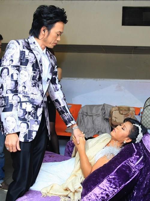 Hoài Linh đo huyết áp cho con nuôi trong cánh gà - 5