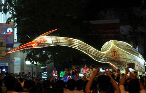100 đèn lồng khổng lồ hội tụ ở đêm Trung thu lớn nhất VN - 9