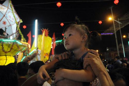 100 đèn lồng khổng lồ hội tụ ở đêm Trung thu lớn nhất VN - 13