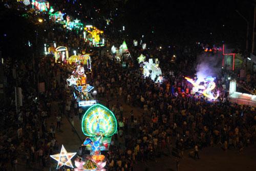 100 đèn lồng khổng lồ hội tụ ở đêm Trung thu lớn nhất VN - 14