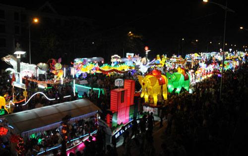 100 đèn lồng khổng lồ hội tụ ở đêm Trung thu lớn nhất VN - 2