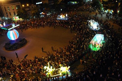 100 đèn lồng khổng lồ hội tụ ở đêm Trung thu lớn nhất VN - 4
