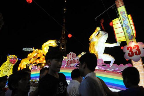 100 đèn lồng khổng lồ hội tụ ở đêm Trung thu lớn nhất VN - 5