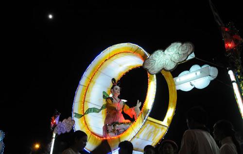 100 đèn lồng khổng lồ hội tụ ở đêm Trung thu lớn nhất VN - 6