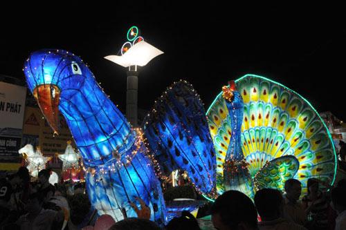 100 đèn lồng khổng lồ hội tụ ở đêm Trung thu lớn nhất VN - 7