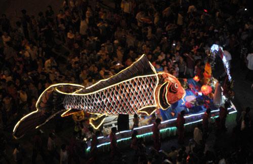 100 đèn lồng khổng lồ hội tụ ở đêm Trung thu lớn nhất VN - 8