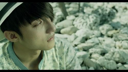 """Sơn Tùng trào nước mắt trong trailer """"Chàng trai năm ấy"""" - 14"""
