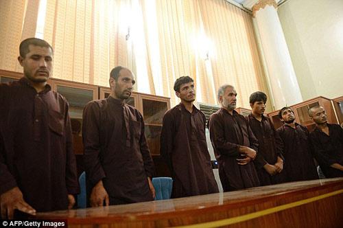 """Afghanistan: Tử hình 7 """"cảnh sát"""" hiếp dâm tập thể - 1"""