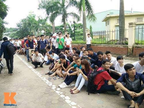 Xếp hàng từ 2 giờ sáng để mua vé xem U19 Việt Nam - 3
