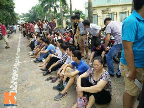 Xếp hàng từ 2 giờ sáng để mua vé xem U19 Việt Nam - 4