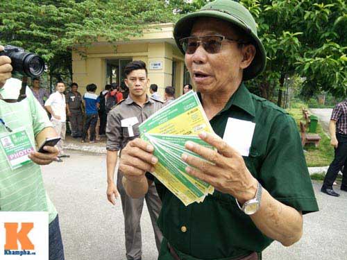 Xếp hàng từ 2 giờ sáng để mua vé xem U19 Việt Nam - 9