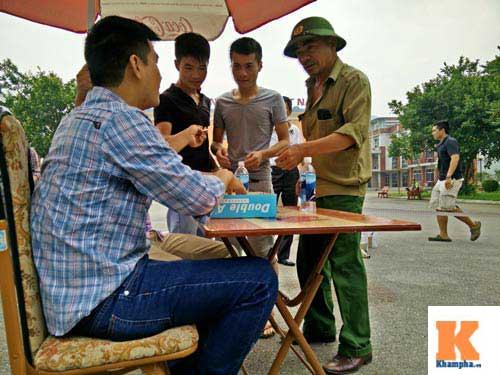 Xếp hàng từ 2 giờ sáng để mua vé xem U19 Việt Nam - 11