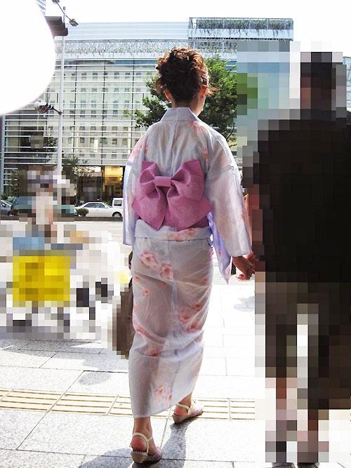 """Thiếu nữ Nhật """"liều lĩnh"""" mặc kimono xuyên thấu - 2"""