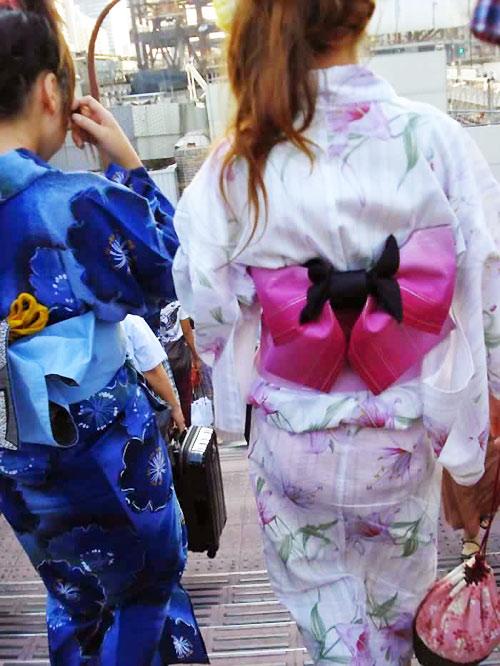 """Thiếu nữ Nhật """"liều lĩnh"""" mặc kimono xuyên thấu - 3"""