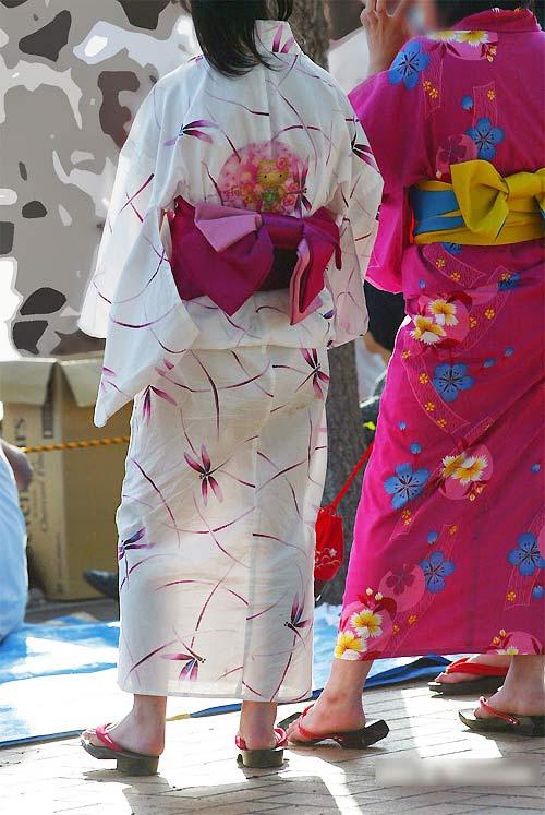"""Thiếu nữ Nhật """"liều lĩnh"""" mặc kimono xuyên thấu - 1"""