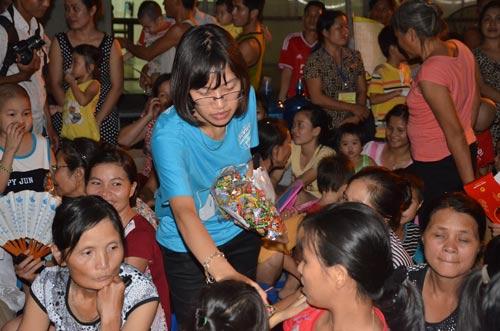 Chùm ảnh: Những em bé đón Trung thu trong bệnh viện - 12