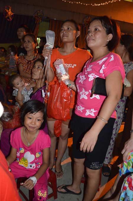 Chùm ảnh: Những em bé đón Trung thu trong bệnh viện - 4
