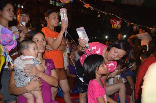 Chùm ảnh: Những em bé đón Trung thu trong bệnh viện - 5