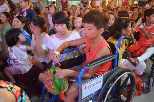 Chùm ảnh: Những em bé đón Trung thu trong bệnh viện - 6