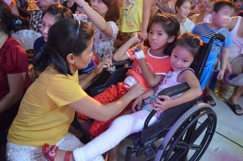 Chùm ảnh: Những em bé đón Trung thu trong bệnh viện - 7