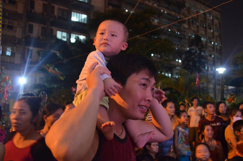 Chùm ảnh: Những em bé đón Trung thu trong bệnh viện - 8