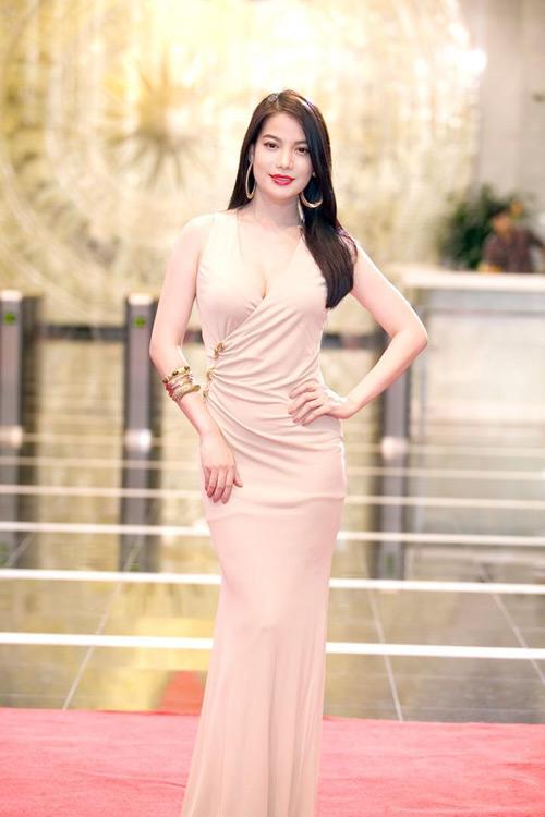 Mai Phương Thúy, Thủy Tiên cạnh tranh ngôi mặc đẹp - 10