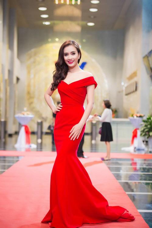 Mai Phương Thúy, Thủy Tiên cạnh tranh ngôi mặc đẹp - 11